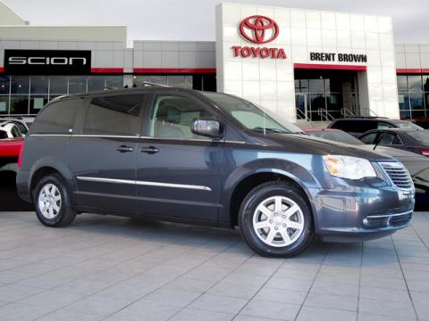 Pre-Owned 2013 Chrysler Town & Country Touring FWD Mini-van Passenger