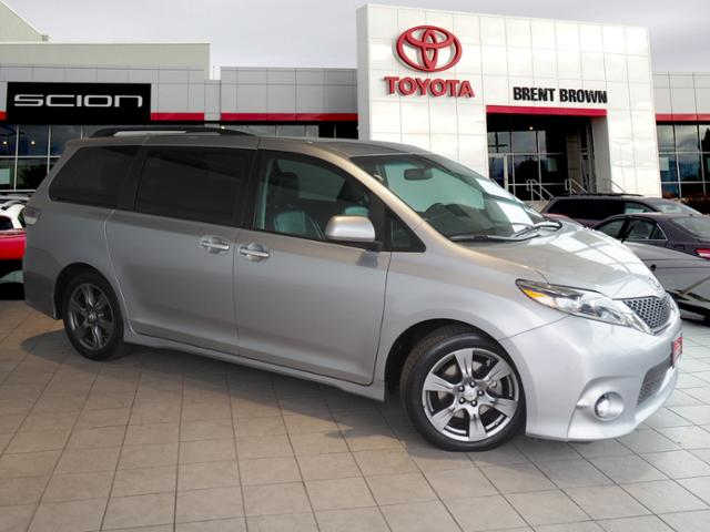 Certified Pre Owned 2017 Toyota Sienna Se